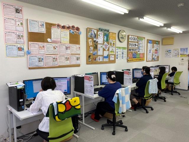 堺市北区、パソコン市民IT講座JR堺市駅前教室の受講風景2