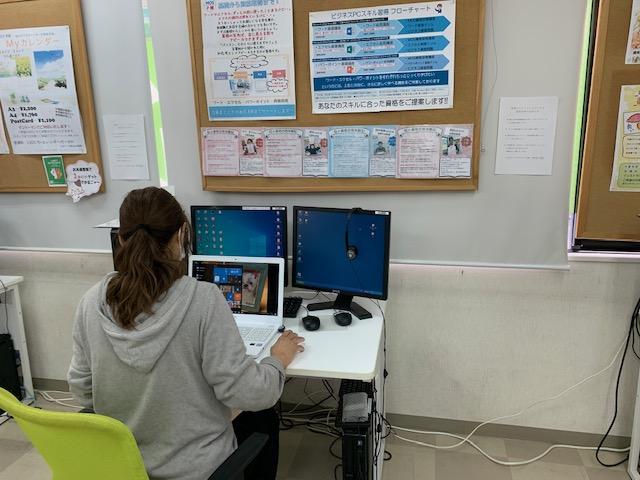 堺市、東区、北野田のパソコン教室。パソコン市民IT講座。受講風景。